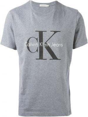 Футболки и жилеты Calvin Klein Jeans. Цвет: серый