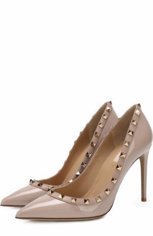 Лаковые туфли Garavani Rockstud Valentino. Цвет: бежевый