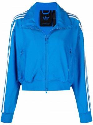 Спортивная куртка с контрастными полосками adidas. Цвет: синий