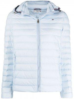 Стеганая куртка с вышитым логотипом Tommy Hilfiger. Цвет: синий