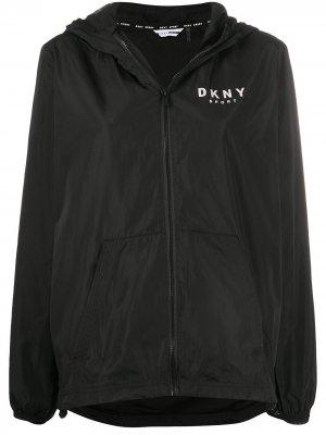 Куртка на молнии с капюшоном и логотипом DKNY. Цвет: черный