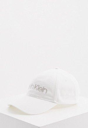 Бейсболка Calvin Klein. Цвет: белый