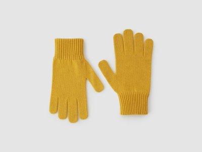 Перчатки из смесовой шерсти с добавлением кашемира Benetton. Цвет: желтый