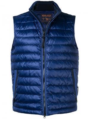 Дутый жилет Woolrich. Цвет: синий