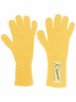 Перчатки с нашивкой-логотипом Raf Simons. Цвет: желтый