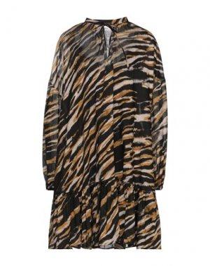 Короткое платье GESTUZ. Цвет: черный
