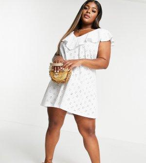 Белое платье с вышивкой ришелье, V-образным вырезом и большой оборкой ASOS DESIGN Curve-Белый Curve