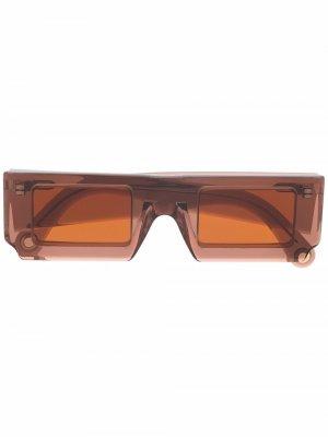 Солнцезащитные очки Les Lunettes в прямоугольной оправе Jacquemus. Цвет: коричневый
