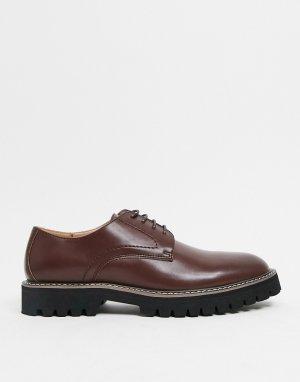 Коричневые ботинки дерби на шнуровке из искусственной кожи с черной подошвой -Коричневый цвет ASOS DESIGN