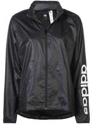 Ветровка Linear adidas. Цвет: черный