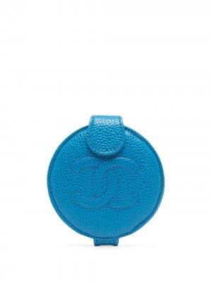 Зеркальце с логотипом CC Chanel Pre-Owned. Цвет: синий