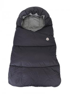 Дутый спальный мешок Moncler Kids. Цвет: синий