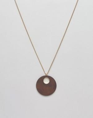 Ожерелье с подвеской из резины эффектом дерева Jaeger. Цвет: золотой
