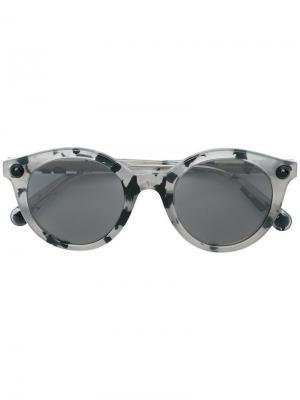 Солнцезащитные очки в круглой оправе Christopher Kane Eyewear. Цвет: серый