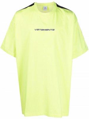 Футболка с логотипом VETEMENTS. Цвет: желтый