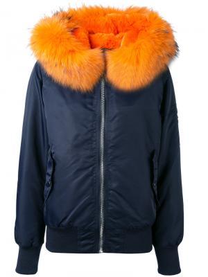 Куртка-бомбер с меховым воротником Liska. Цвет: синий