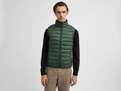 Ультра легкий жилет Benetton. Цвет: зеленый