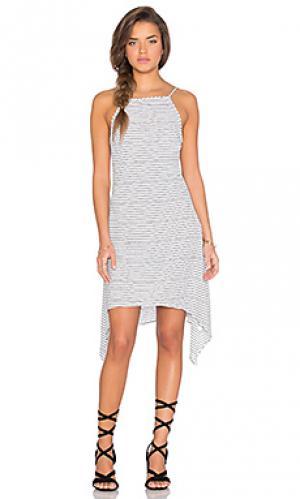 Платье с ярусным асимметричным подолом our secret MINKPINK. Цвет: белый