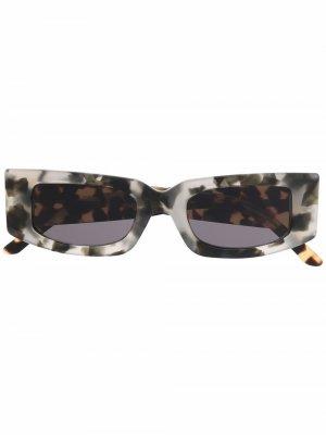 Солнцезащитные очки Prototype I в прямоугольной оправе Sunnei. Цвет: коричневый
