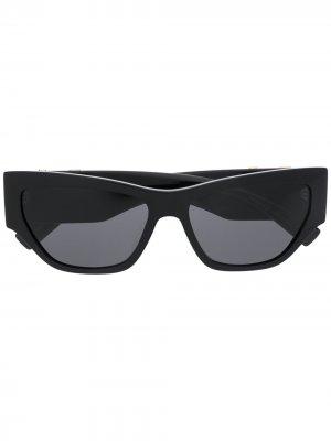 Солнцезащитные очки в овальной оправе Versace Eyewear. Цвет: черный