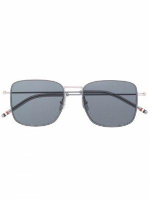 Солнцезащитные очки TB117 в оправе навигатор Thom Browne Eyewear. Цвет: серебристый