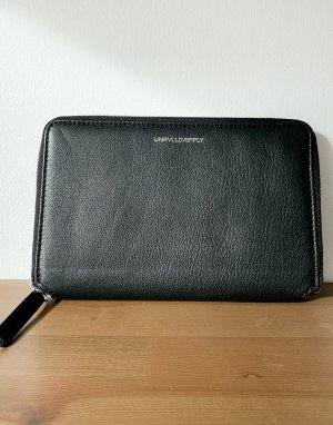 Дорожный кошелек из черной кожи с отделением для монет и тисненым логотипом -Черный ASOS Unrvlld Spply