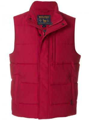 Пуховый жилет Woolrich. Цвет: красный