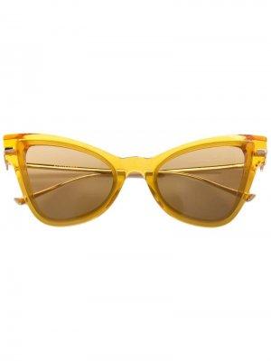 Затемненные солнцезащитные очки в оправе кошачий глаз Altuzarra. Цвет: ocher