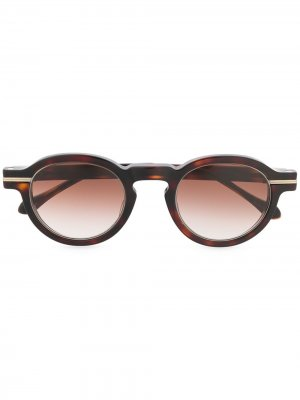 Солнцезащитные очки в круглой оправе черепаховой расцветки Matsuda. Цвет: коричневый