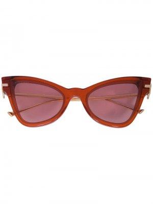 Затемненные солнцезащитные очки в оправе кошачий глаз Altuzarra. Цвет: коричневый