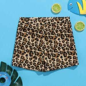 Плавки с леопардовым принтом для мальчиков SHEIN. Цвет: многоцветный