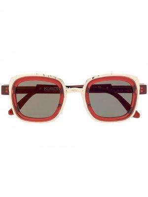 Солнцезащитные очки в квадратной оправе Kuboraum. Цвет: красный