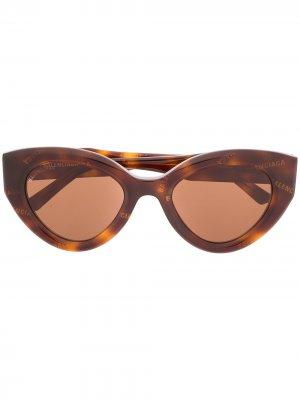 Солнцезащитные очки BB0073S в оправе кошачий глаз Balenciaga Eyewear. Цвет: коричневый