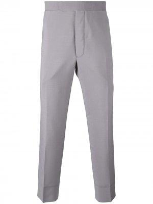 Укороченные классические брюки Thom Browne. Цвет: серый