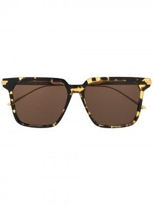 Солнцезащитные очки в массивной квадратной оправе Bottega Veneta Eyewear. Цвет: золотистый