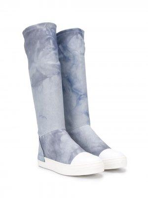 Сапоги с контрастным носком и принтом тай-дай Cinzia Araia Kids. Цвет: синий