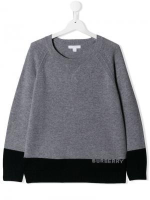 Свитер дизайна колор-блок с логотипом Burberry Kids. Цвет: серый