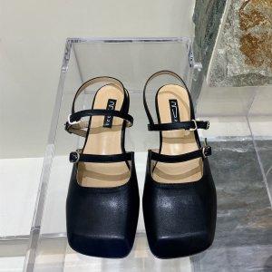 Балетки с ремешком на щиколотке пряжкой квадратным носком SHEIN. Цвет: чёрный