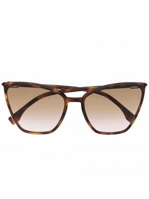Солнцезащитные очки в массивной оправе кошачий глаз Fendi Eyewear. Цвет: нейтральные цвета