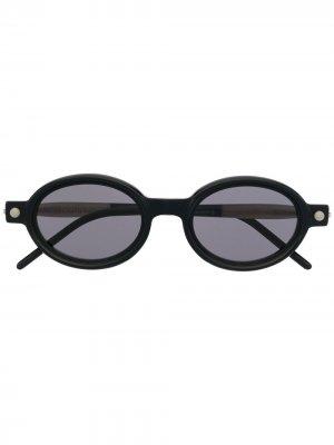 Солнцезащитные очки в овальной оправе Kuboraum. Цвет: черный