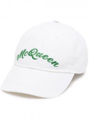 Бейсболка с вышитым логотипом Alexander McQueen. Цвет: белый