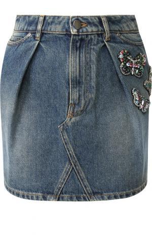 Джинсовая мини-юбка с потертостями и декоративной отделкой Valentino. Цвет: голубой