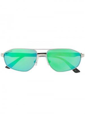 Солнцезащитные очки в винтажном стиле Balenciaga Eyewear. Цвет: серебристый