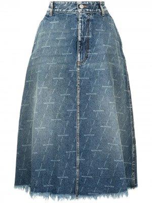 Джинсовая юбка миди с эффектом потертости Balenciaga. Цвет: синий