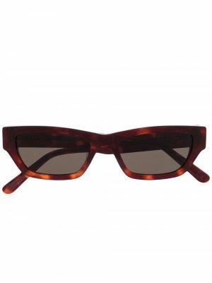Солнцезащитные очки в квадратной оправе черепаховой расцветки Han Kjøbenhavn. Цвет: коричневый