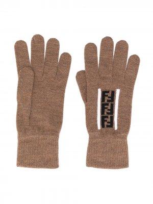 Перчатки с логотипом Fendi. Цвет: коричневый