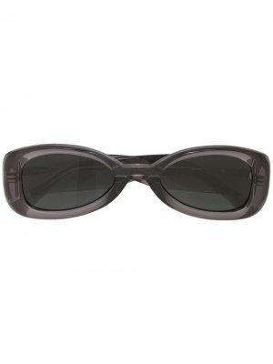 Солнцезащитные очки в овальной оправе Linda Farrow. Цвет: серый