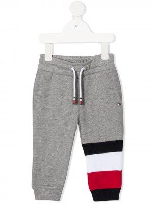 Спортивные брюки с полосками Tommy Hilfiger Junior. Цвет: серый