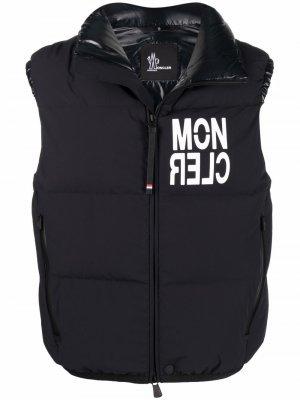 Дутый жилет с логотипом Moncler Grenoble. Цвет: черный