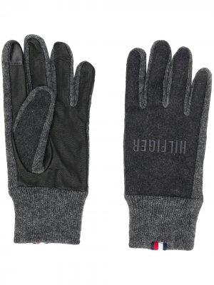 Перчатки с вышитым логотипом Tommy Hilfiger. Цвет: серый